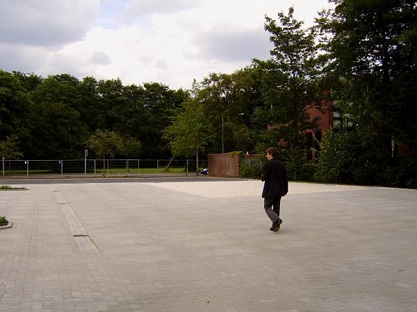Der leere Schulhof 2008