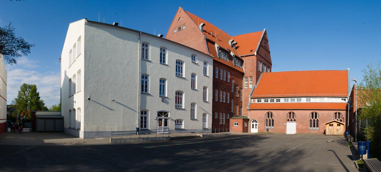 Panorama vom Schulhof gesehen