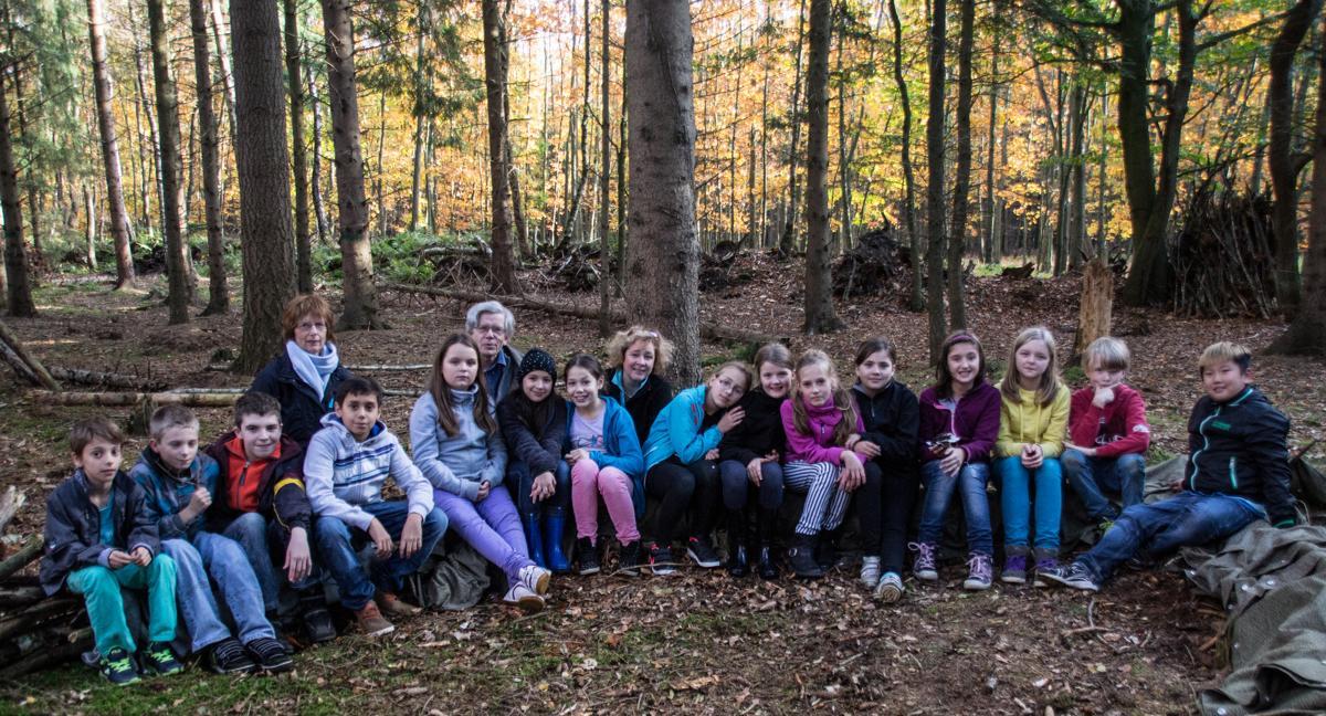 Gruppenfoto_auf_Waldsofa-web-DSC09630