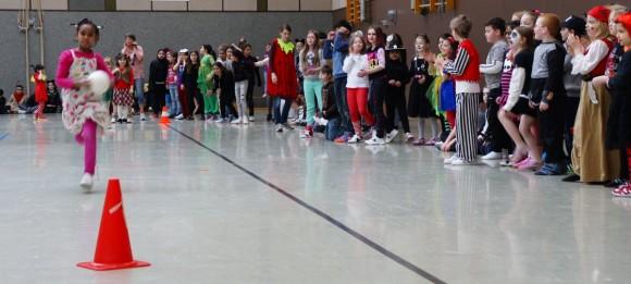 Bild vom Staffellauf der ersten Klassen.