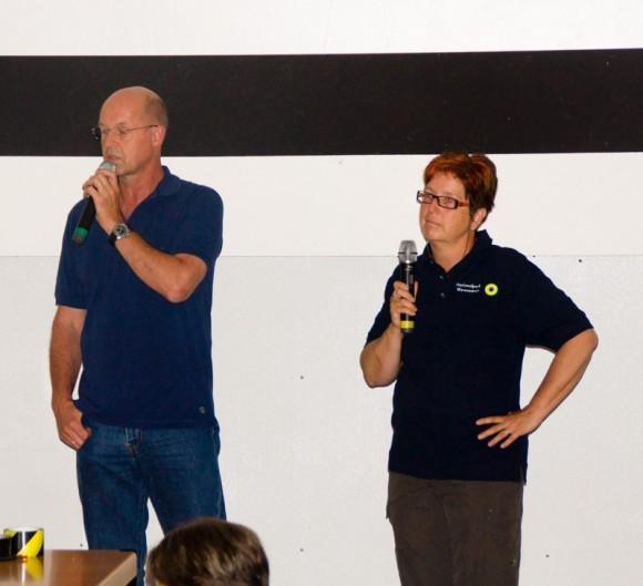 Jürgen Rahmel und Conny Perschmann bei einer kurzen Ansprache zur Verleihung der Junior-Ranger-Urkunden